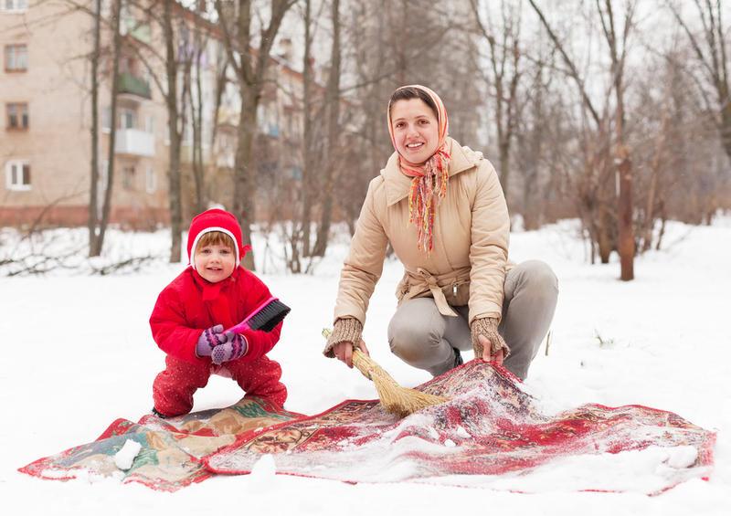 Чистка ковра в домашних условиях снегом