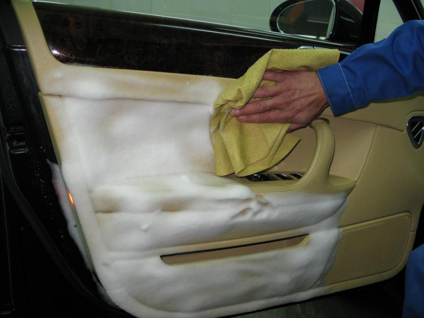 Как и чем почистить салон автомобиля самостоятельно