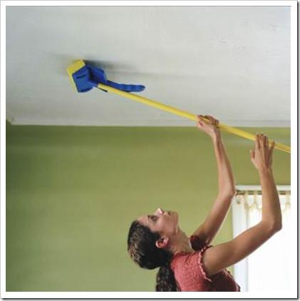 Как самостоятельно помыть натяжные потолки
