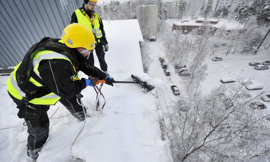 Чистка крыш от снега в Иркутске